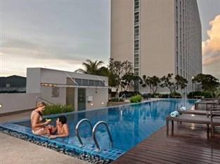 Eastin hotel penang 4 star hotel in queensbay penang for Gurney hotel penang swimming pool